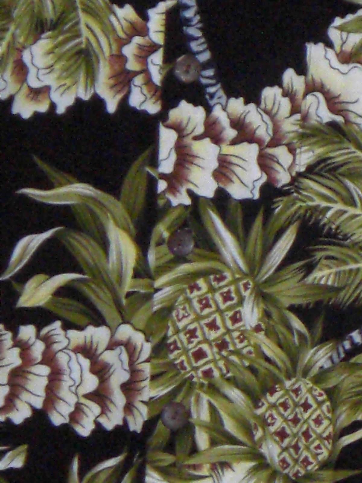 Hilo Hattie Hawaiian Shirt Black Green Pineapples Leis Size Small