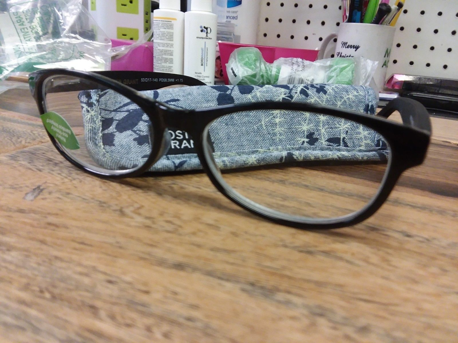 9084936b02627 Foster Grant PF0716 Rosa Black Classic Style Reading Glasses +1.75 -  8.41