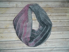 Crocheted Cowl Neckwarmer Infinity Scarf made w/ Red Heart Yarn - €11,09 EUR