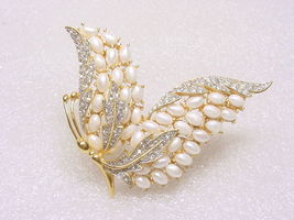 Rare vintage crown trifari egg faux pearl enchantment butterfly brooch2 thumb200