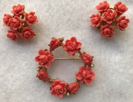 Carved Celluloid Coral Rose & Faux Seed Pearl Brooch & Clip On Earrings Set - €11,79 EUR