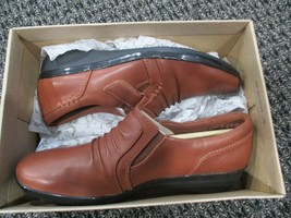 BNIB Clarks Everlay Coda Slip on Casual Shoes, women, tan, size 6 - $58.41