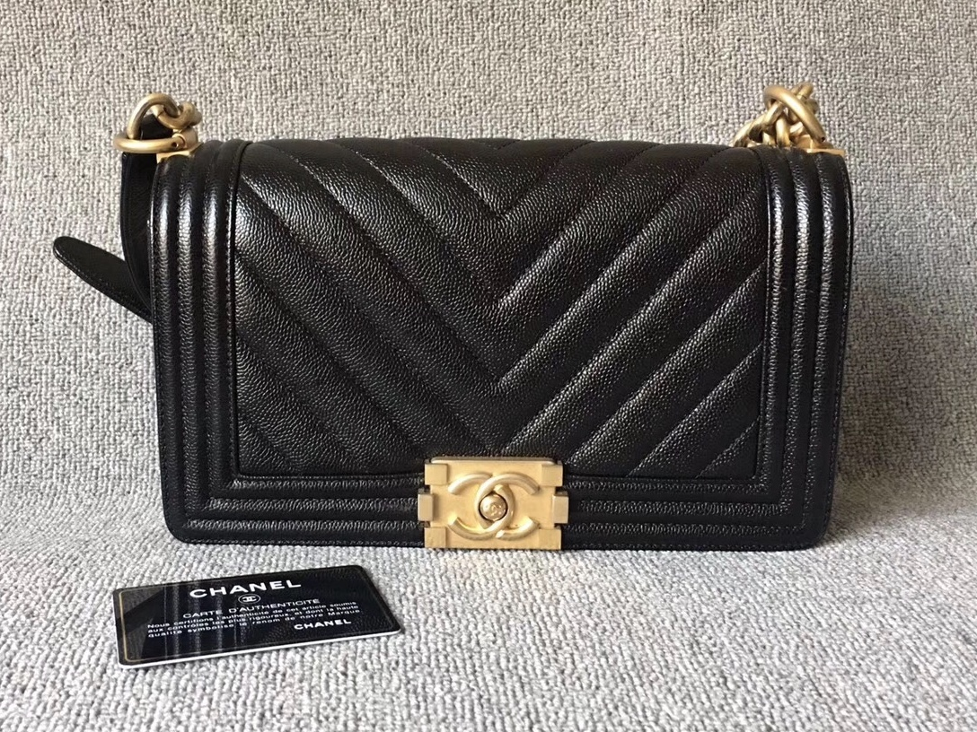 AUTHENTIC NEW CHANEL BLACK CHEVRON QUILTED CAVIAR MEDIUM BOY FLAP BAG GHW
