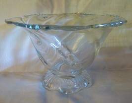 1947-57 HEISEY Waverly Mayonnaise Bowl Swirl Design with Dots Shell Foot - $30.00
