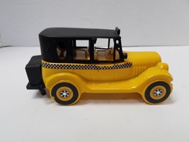 Avon 1926 Checker Cab Wild Country After Shave Decanter Empty - $5.94