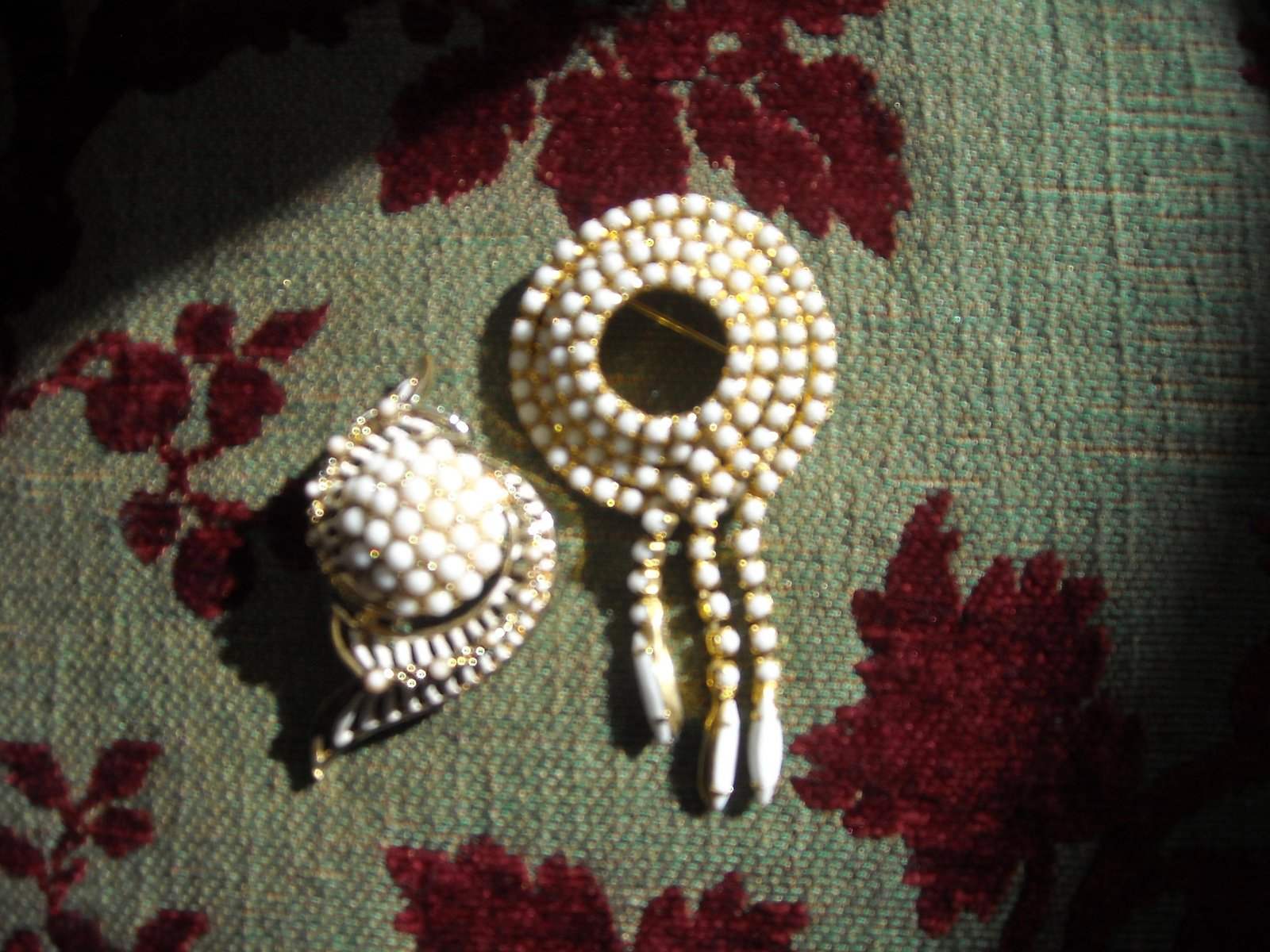 Vintage Brooch Pins White Milk Glass Rhinestone Gold Tone (2)