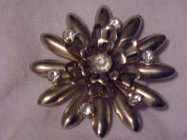 VINTAGE PIN GOLD STARBURST FLOWER CLEAR RHINESTONE CENTER BROOCH - $9.31
