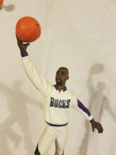 Milwaukee Bucks Starting Lineup Action Figure Vin Baker NBA Vintage 1997 90s