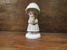 Precious Moments 1988 His Love Will Shine On You 522376 Girl Holding A F... - $11.61