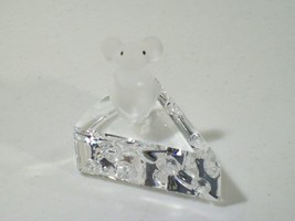 SWAROVSKI EBELING & REUSS FROSTED CRYSTAL MOUSE ON CHEESE WEDGE FIGURE - $19.55