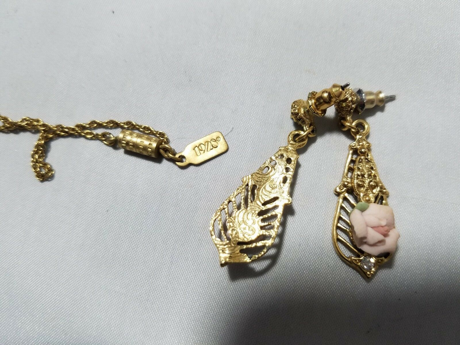 Vintage Signed 1928 Jewelry Set Gold Tone Flower Necklace & Matching Earrings