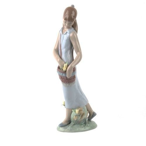"Primary image for LLADRO ""Tulip Garden"" #7716 Figurine Girl with Pouch & Tulips Retired!"