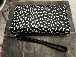 Michael Kors Wristlets Cheetah Print Lg Multifunction Phone Case Wallet - £47.75 GBP