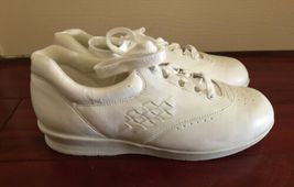 Vintage NIB Box 1990s 90s Mushrooms Women Shoes Sneaker White Sz 7 Nurse Vegan image 4