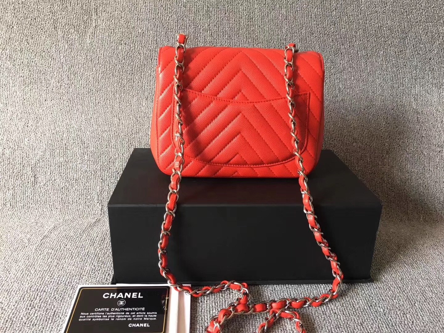1c5503f6518802 AUTHENTIC CHANEL RED CHEVRON QUILTED CAVIAR SQUARE MINI CLASSIC FLAP BAG SHW