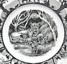 Chipped Wedgwood Kruger National Park Lioness & Cubs Dinner Plate African Animal - $14.84