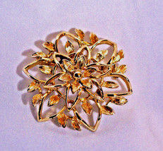 Vintage Sarah Coventry Gold Tone Peta Lure Round Flower No Stone Brooch Pin - $16.82