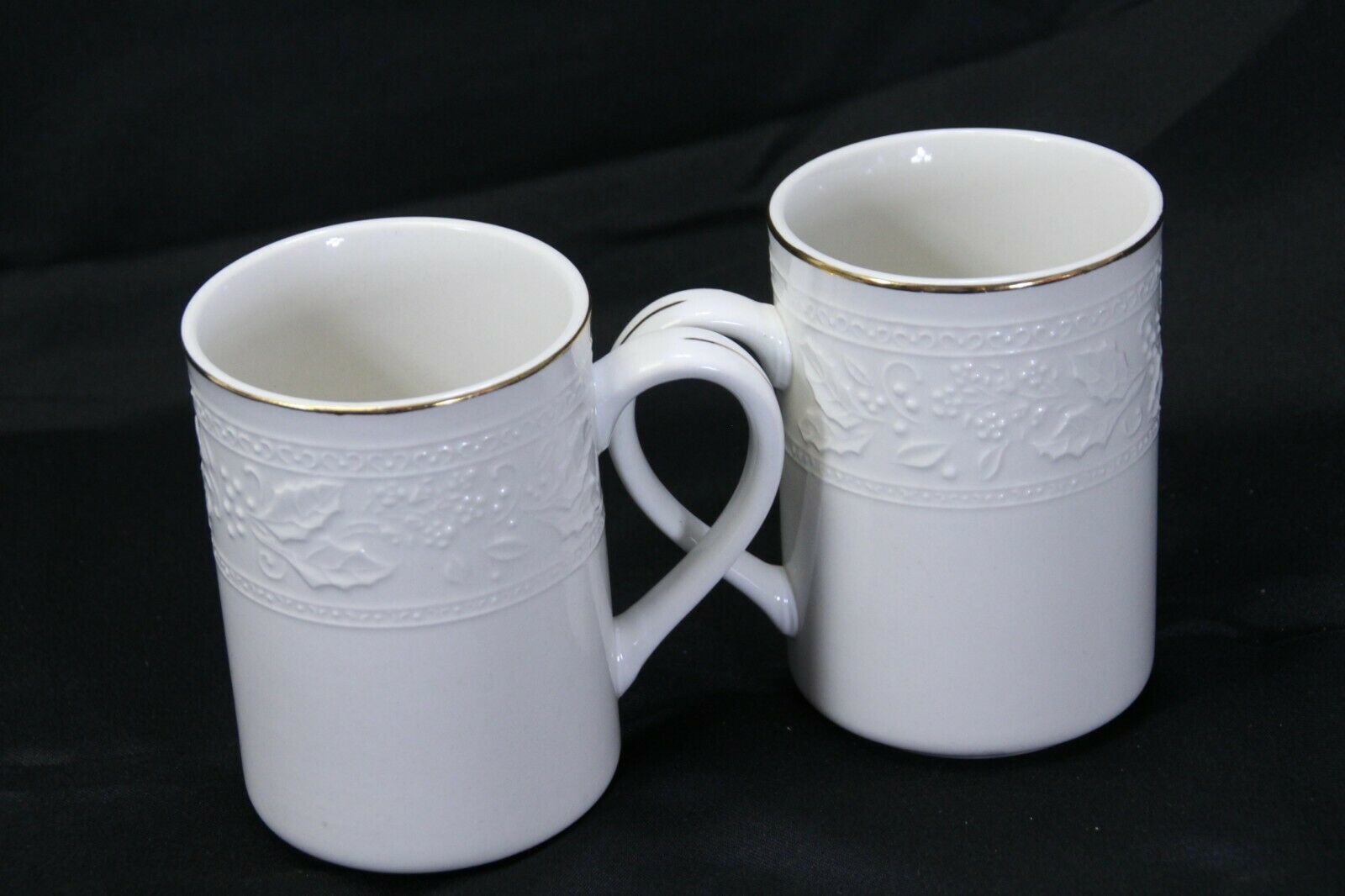 """Libbey White Embossed Holly Cups Mugs Xmas Gold Trim 4.25"""" Lot of 8 image 5"""