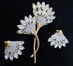 Vintage Rhinestone Flower Brooch and Clip on Earrings Gold Tone LARGE - $39.60