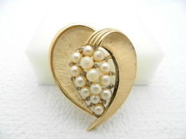 Vtg Crown Trifari Signed Faux Pearl Rhinestone Abstract Heart Brooch Pin - $39.60