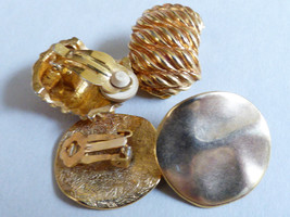 Lot of 2 VTG gold metal Fashion round ribbed clip on earrings - $17.82