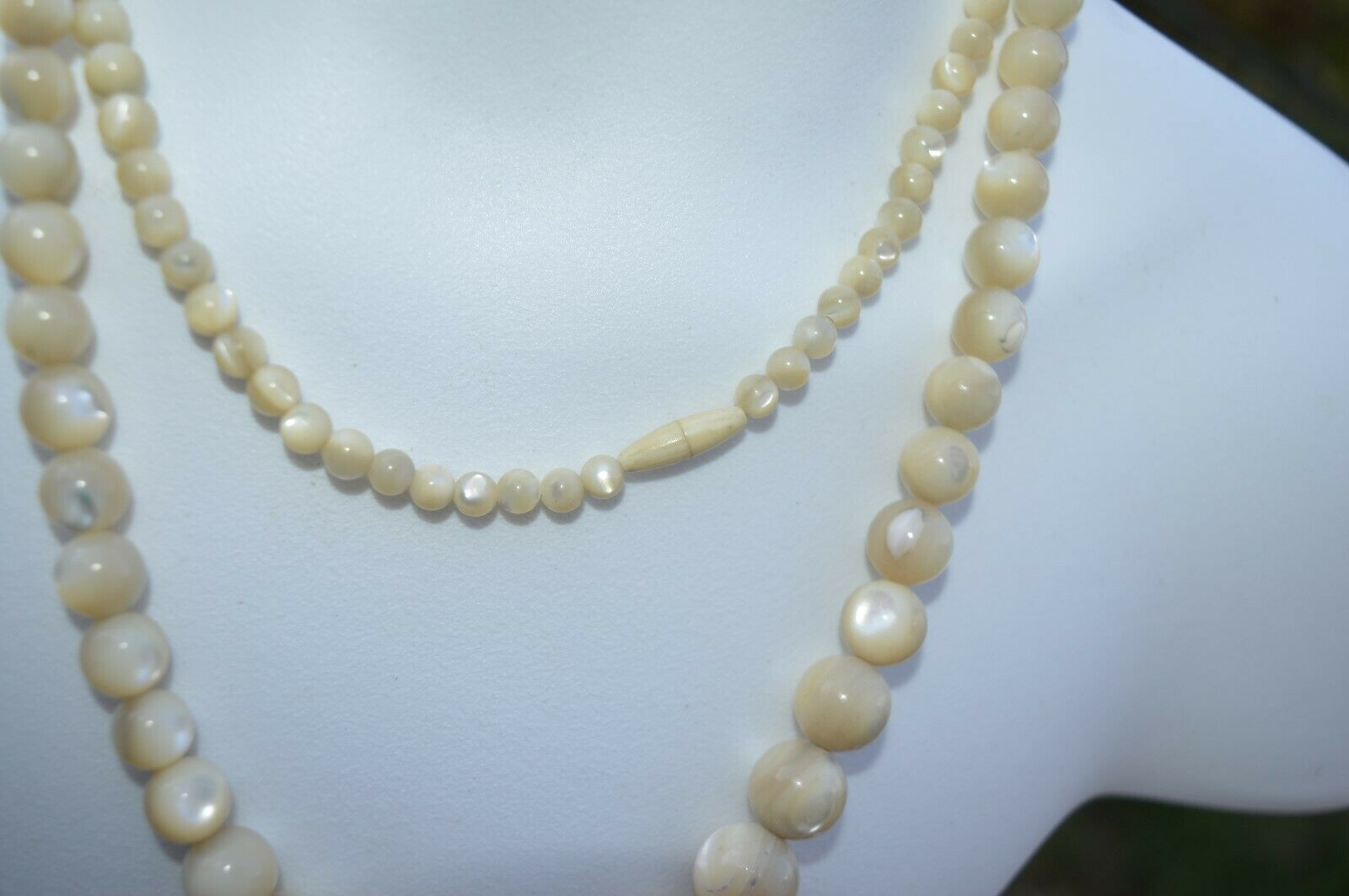 Vintage Swirl Agate Graduated Tan Marble Cream Necklace with hints of Grey NICE