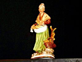 Large Old Lady Figurine with Corn and Basket AA19-1564 Vintage image 3