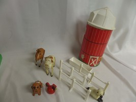 FISHER PRICE SILO FENCES HORSE TROUGH SHEEP  ROOSTER DOG  COWS 1986? - $14.00