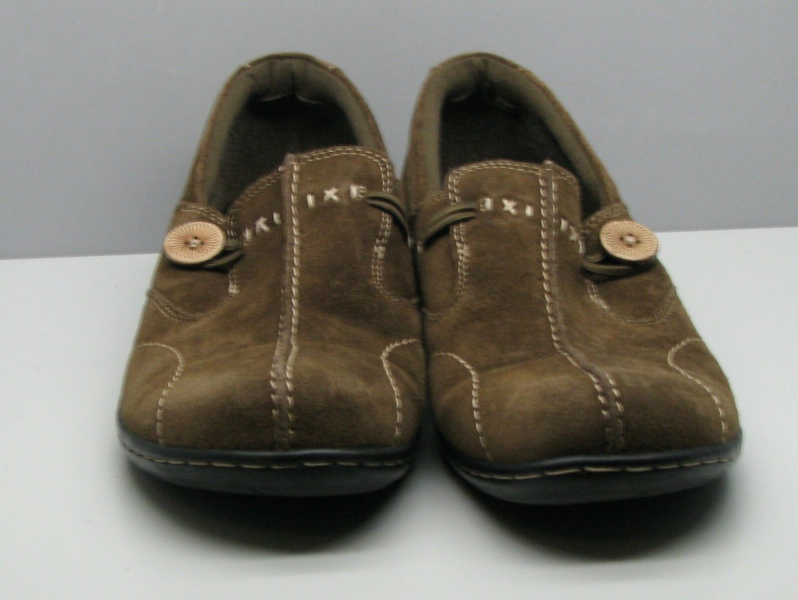 Clarks Bendables Suede Leather SHOES Woman's 9 M Flats Olive Green Button Accent