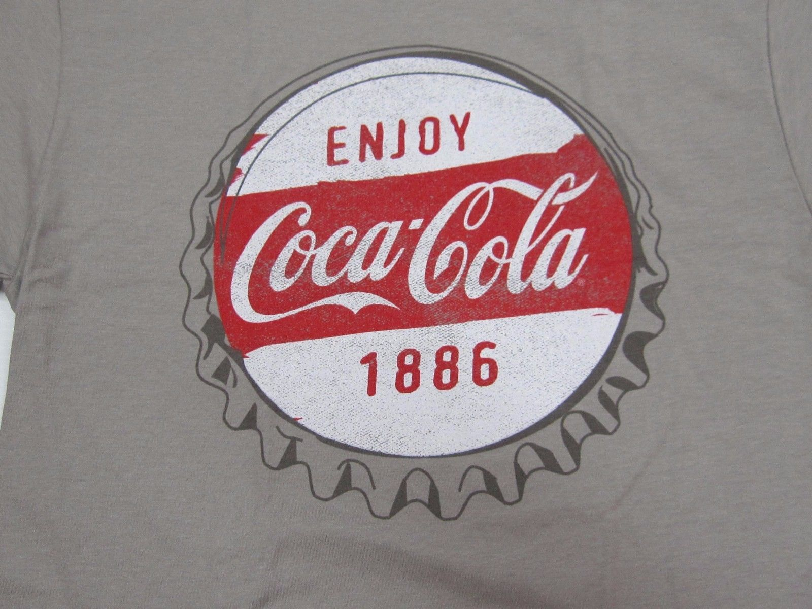 Coca-Cola Red Tonal Tee T-shirt Size Large Delicious and Refreshing BRAND NEW