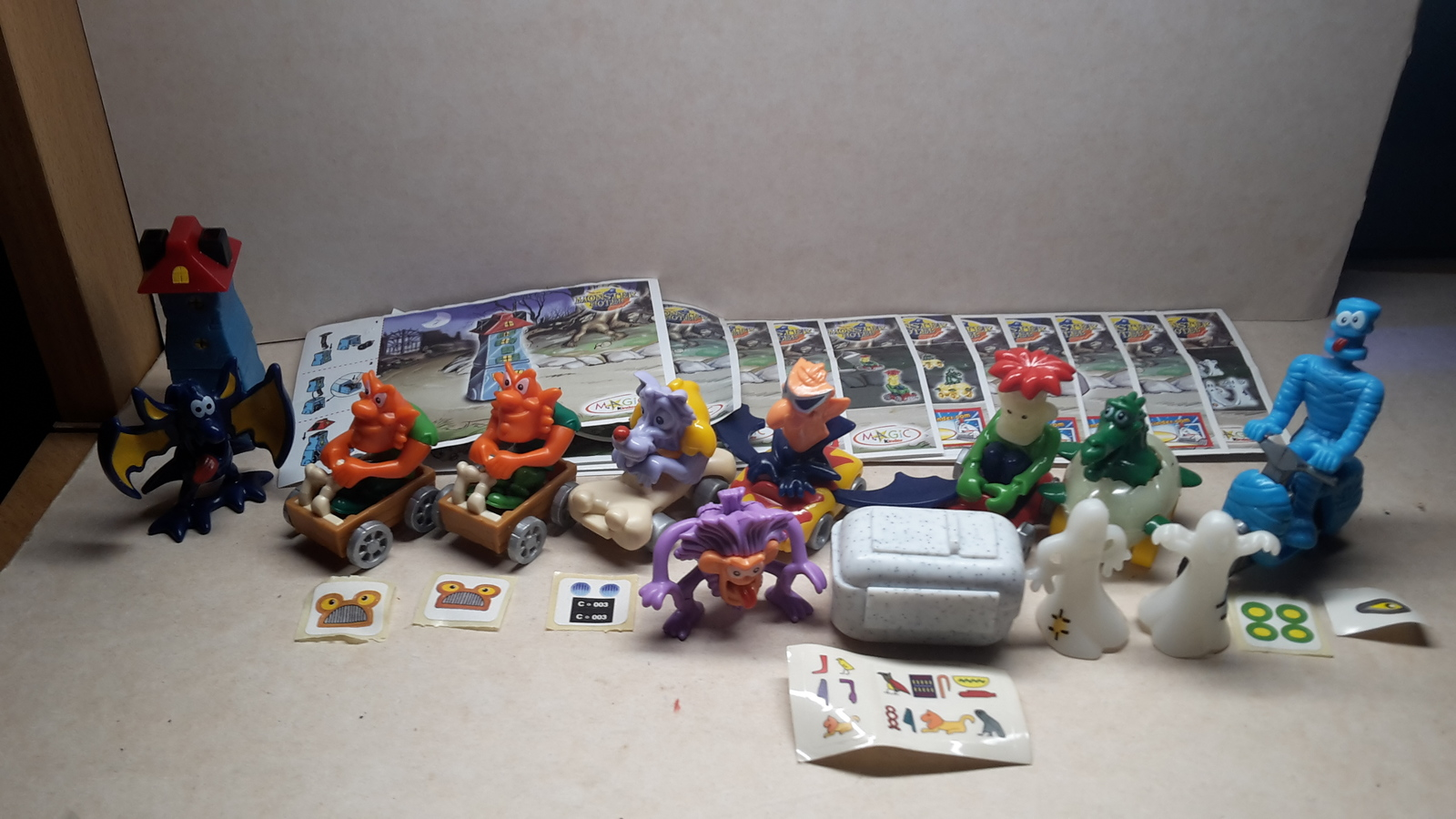 Kinder - 2005 C1-8 & C13-15 Monster Hotel - complete set+ 11 papers + 6 stickers - $13.00