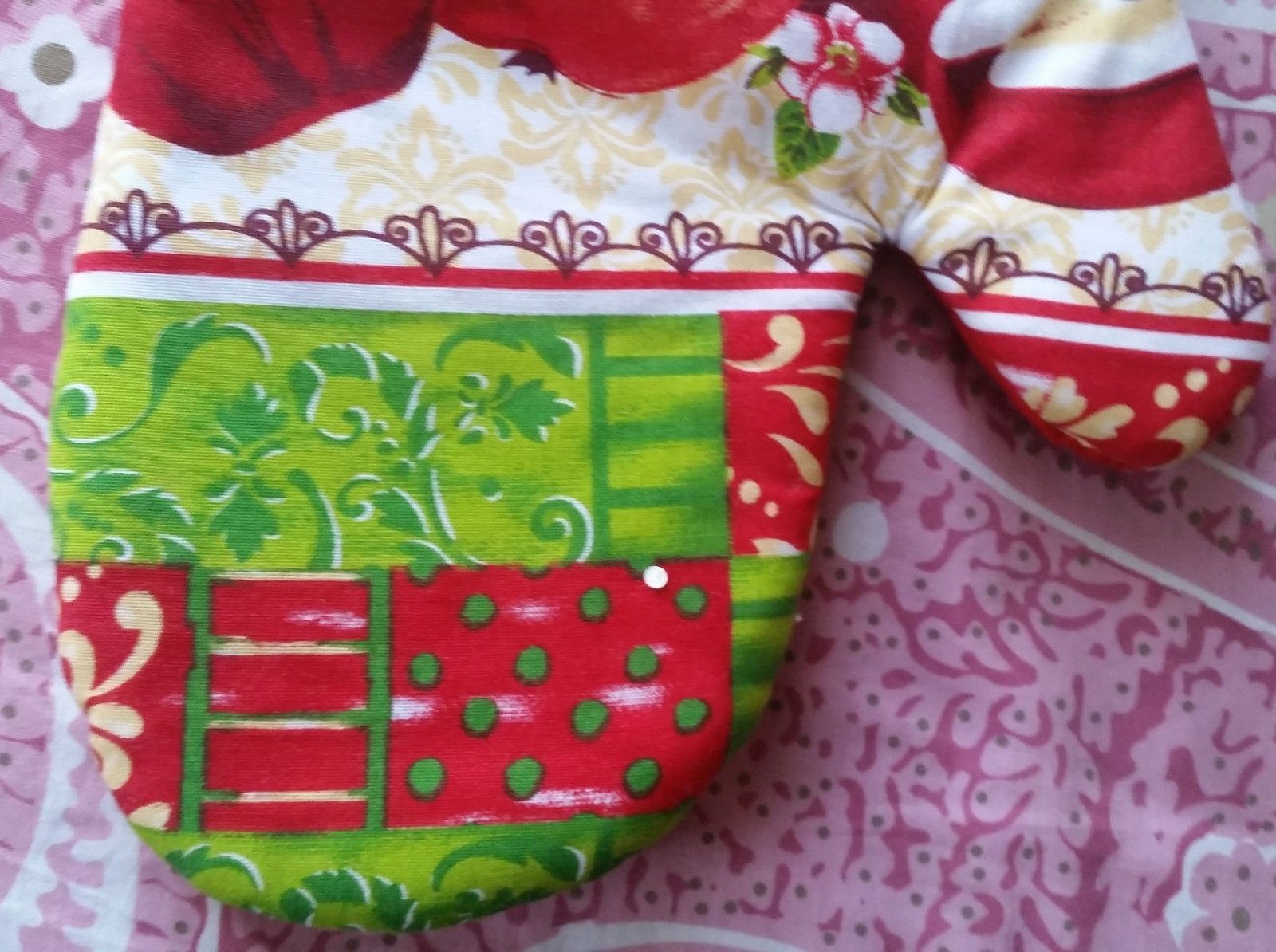 "Fabric Printed Kitchen 12"" Jumbo Oven Mitt, 3 RED APPLES # 2 w/red back, by AM"