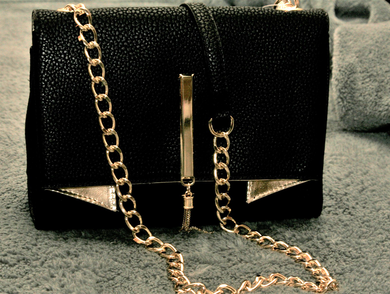 68bd56fc9868 Img 4394031856 1494865194. Img 4394031856 1494865194. Previous. Nicole  Miller Ladies Pebble Faux Leather Black Gold Crossbody Purse NWT