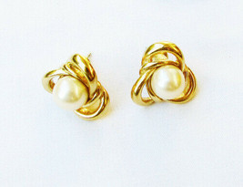 Trifari stud earrings faux pearls in clover leaf loops gold tone marked ... - $3.91