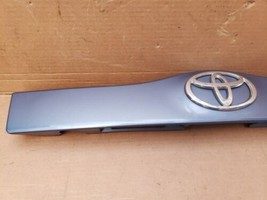 04-09 Prius XW20 Trunk Lift Gate Center Garnish Trim Panel Tag Light Cover (8S2) image 2