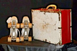 5 1/2 Women's Roller Skates with red and white case AA19-1592 Vintage image 11