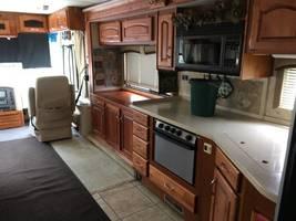 2007 Holiday Rambler Ambassador 40DFT For Sale In Sterling heights, MI image 2