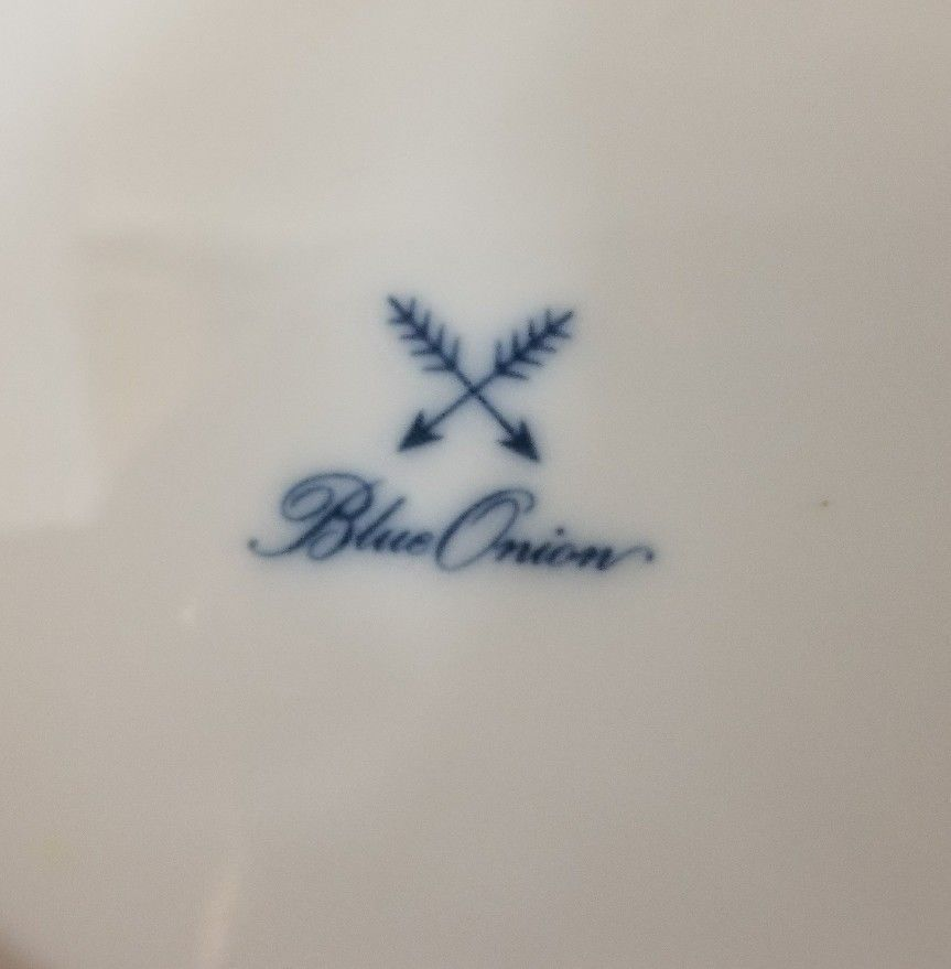 """Blue Onion Scallop Shell Bowls Set of 4 Clam Shell Plates 7""""×7"""" White, Swords image 12"""