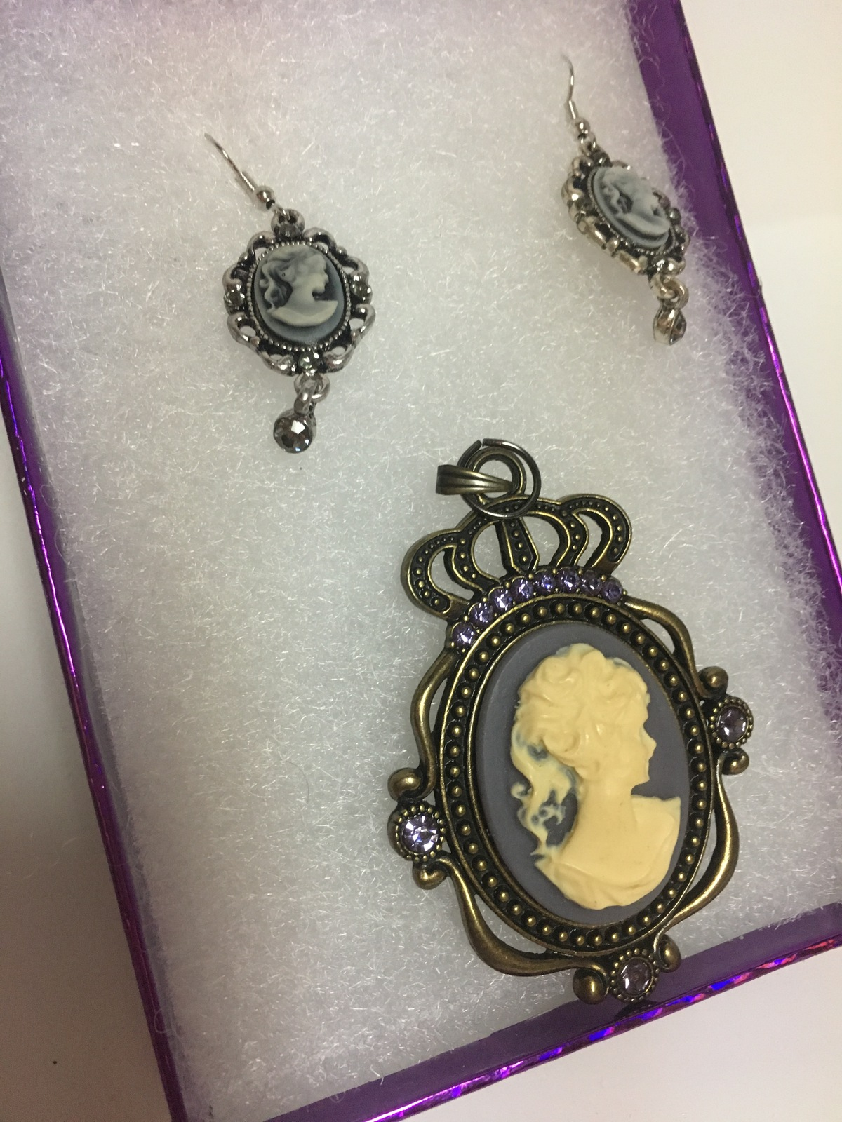 Cameo Necklace Pendant & Earring Set