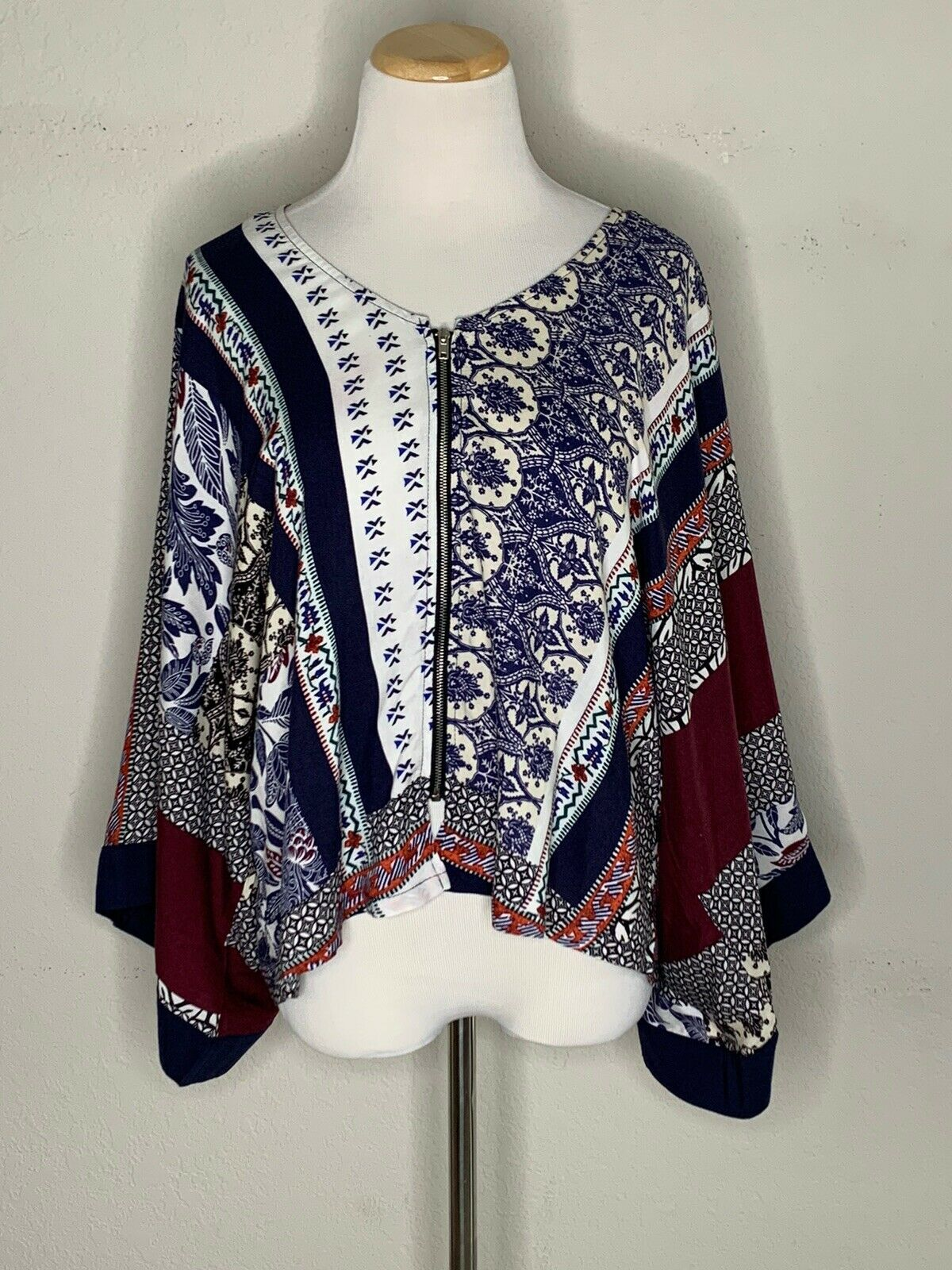 Primary image for Labor Of Love Women's Boho Blouse Floral Carousel Pattern Top Zip Sz M/L NWT