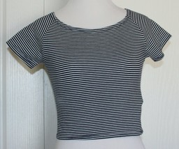 FOREVER 21 Crop Top striped Black and White Size Small Juniors - $8.90