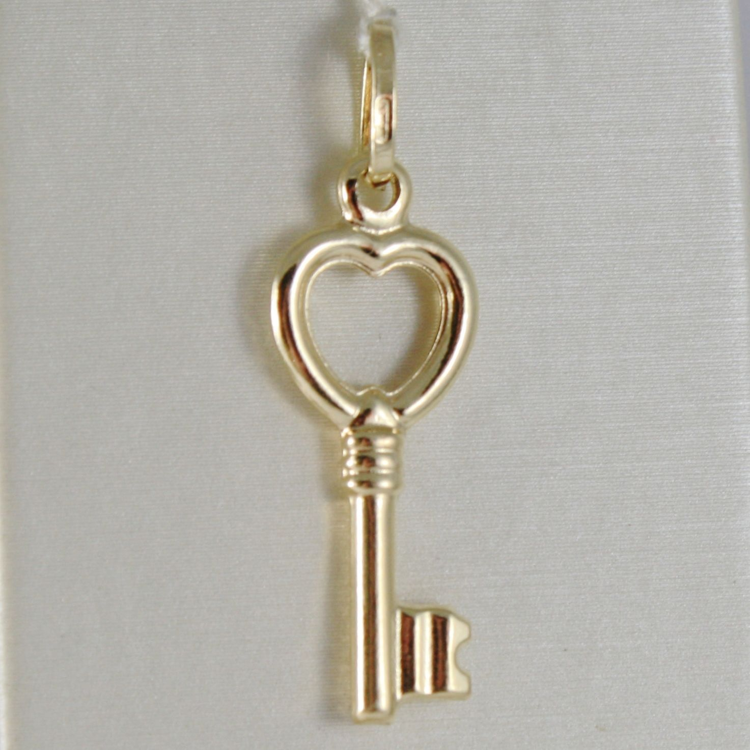 18K YELLOW GOLD KEY HEART LOVE PENDANT FINELY WORKED SMOOTH MADE IN ITALY