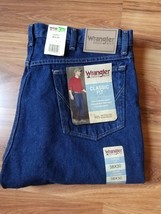 NEW Mens Wrangler Rugged Wear Classic Fit Blue Jeans 38 X 30 NWT - $30.81