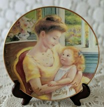 "AVON Collectors 8 1/4"" Plate-Mother's Day 1995 ""A Mother's Love"" 22K Gol... - $7.75"