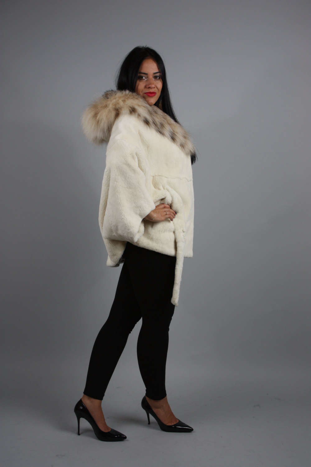 Luxury gift / Pearl Nutria  fur cape/  Full skin/With hood inside Fox / Wedding, image 2