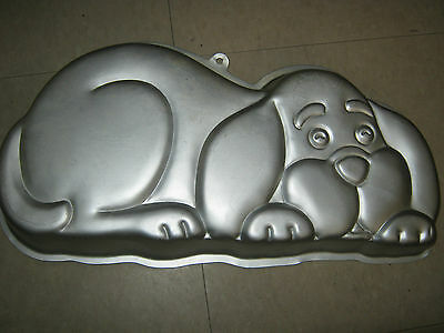 Primary image for Wilton Puppy Hound Dog Cake Pan (2105-2430, 1986)