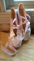 Pointe Pink women's ballet shoes Leos Dancewear satin and leather 9E - $17.00