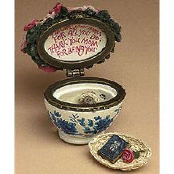 "Boyds Treasure Box ""Bearlove's Flower Bouquet"" #82530- NIB- 2004- Retired"