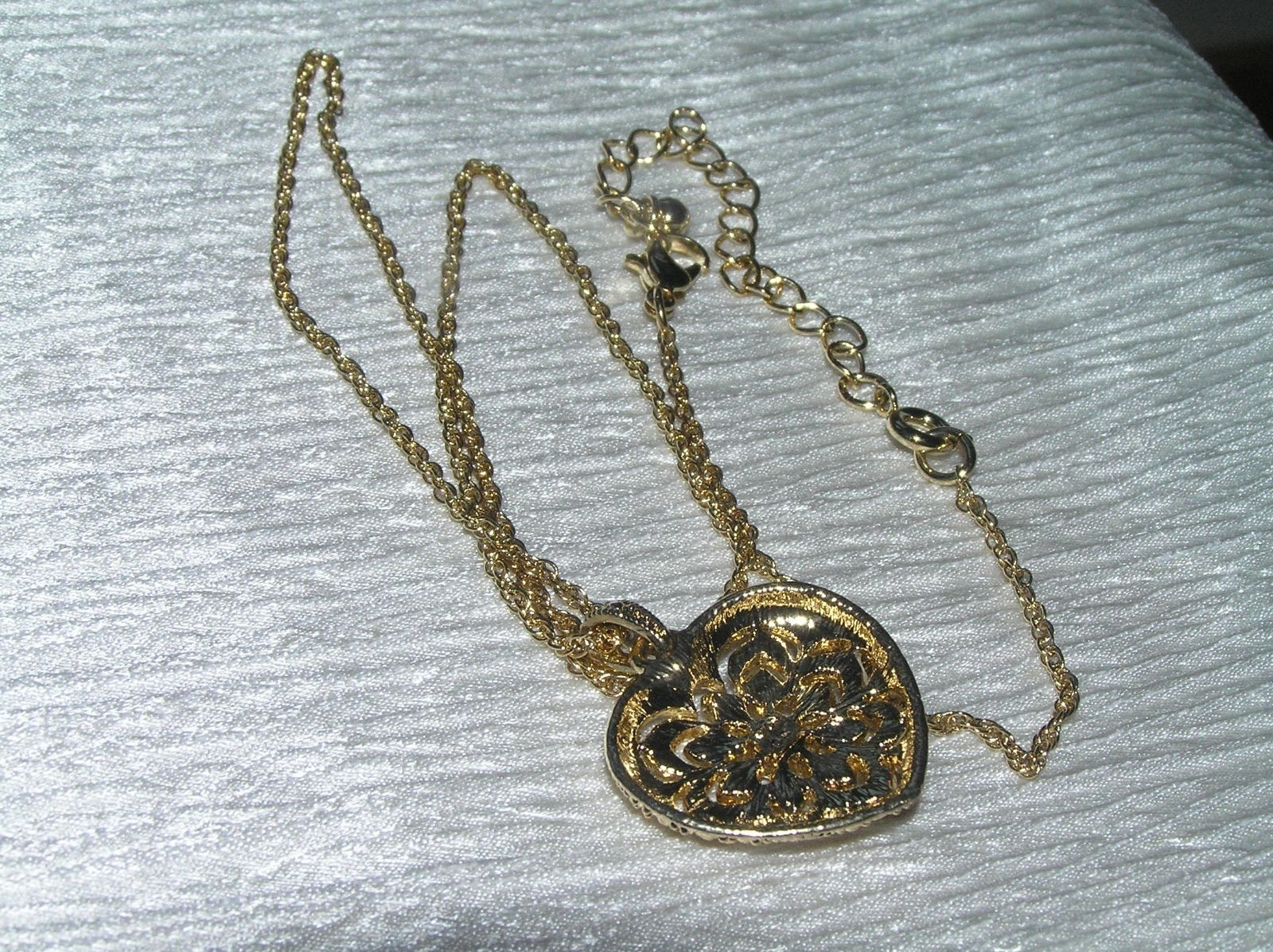 Estate Avon Marked Goldtone Twist Chain w Clear Rhinestone Cut-Out HEART Pendant
