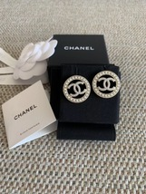 NEW AUTHENTIC CHANEL CC Gold ROUND PEARL Large Logo Stud Earrings RARE image 5
